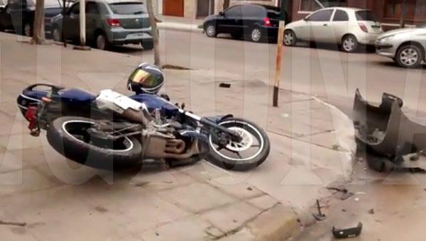 La motocicleta termino sobre la vereda -foto captada de video