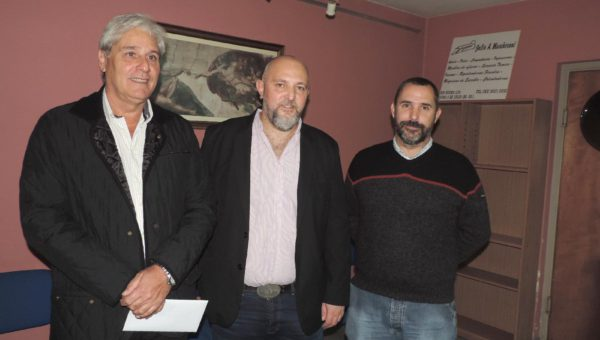Luis Valinoti junto al Licenciado Klimavicius y el Sub Secretario de Produccion Municipal Fernando Bono