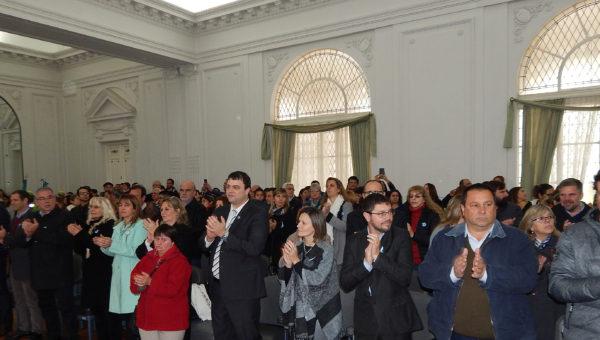 Autoridades y representantes de instituciones presentes en el acto celebrado en el Salon Blanco