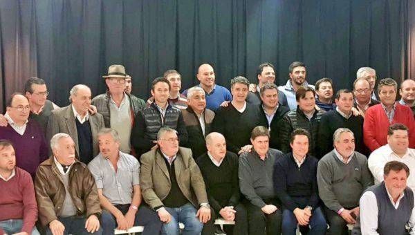 Barroso junto a demas intendentes Cambiemos en San Martin antes del medio dia de este viernes