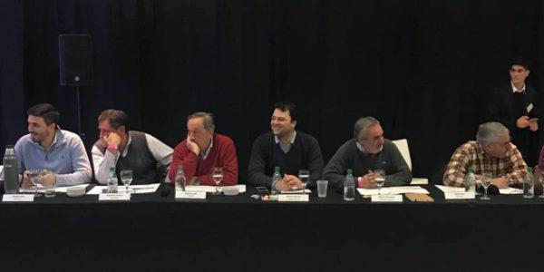 Barroso junto a los intendentes Tandil y de Trenque Lauquen