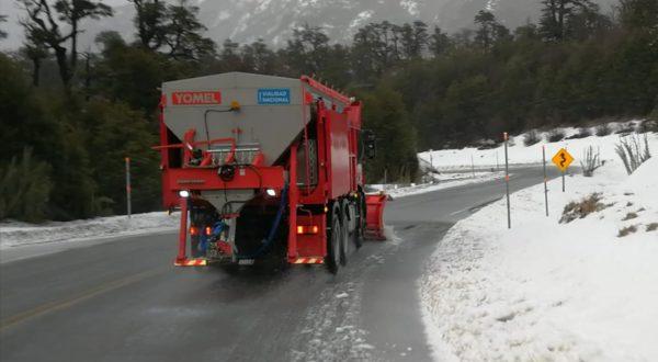 La tolva y su sistema sobre el camion en pleno funcionamiento