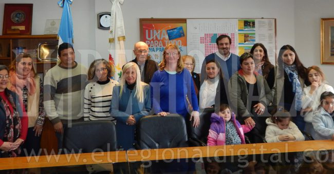 Miembros de la CEyS y representantes de Caritas, Escuela 24 y Jardin 914 de El Provincial
