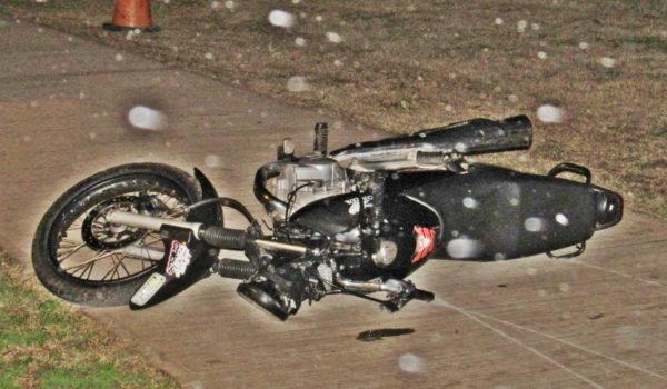 Motocicleta en la que se movilizaba el joven fallecido