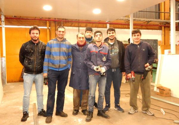 Un grupo de alumnos el sabado en la tarde, junto a los profesores Barbato y Cerdeira