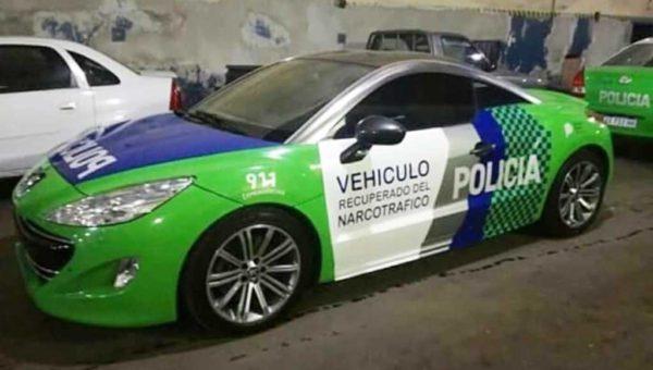Vehiculo Peugeot deportivo convertido en patrullero