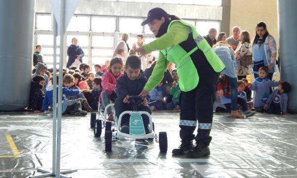 Alumnos de corta edad reciben una eduacion vial mediante el juego