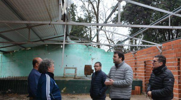 Barroso y los diputados Silvestre y Vivani en dialogo con integrantes de la entidad El Prado
