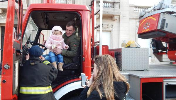 Grandes y chicos experimentaron el mundo bomberil