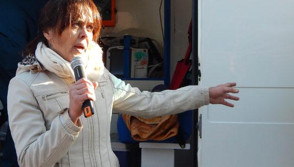 La enfermera Sandra Alvarez explico al publico como fue el procedimiento para rescatar a una victima de un accidente
