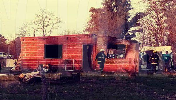 La vivienda fue destruida por el fuego