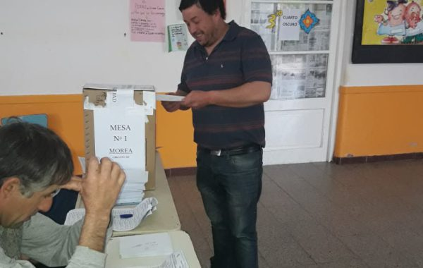 Cristian Vila, electo Delegado de Morea al momento de emitir su voto