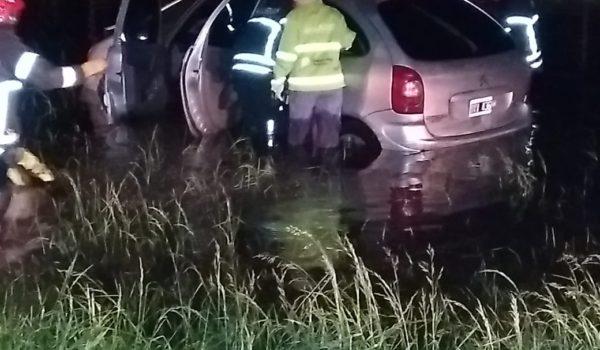 El Citroën en medio del agua