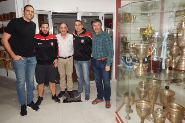 En la Biblioteca del Club, Gutierrez junto a Hernan Bono presidente del Club Atletico 9 de Julio, del Basquet y de Comision Directiva