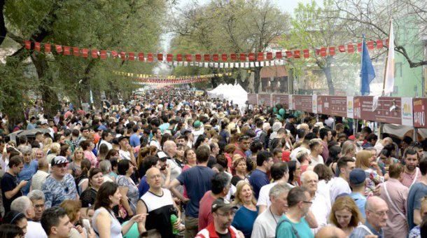 Inmensa cantidad de publico se dio cita en el Barrio de Mataderos