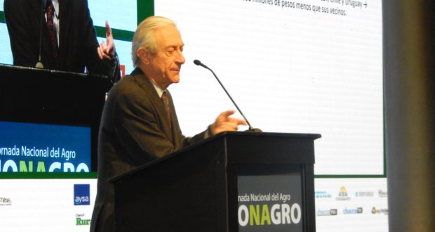 Juan Llach durante su exposicion en el Congreso Jonagro