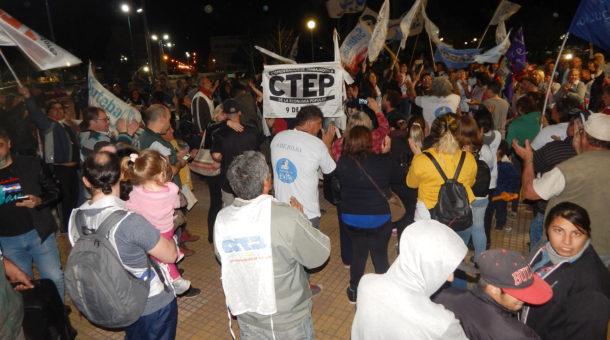 Previo a marchar se concentraron en Plaza Belgrano