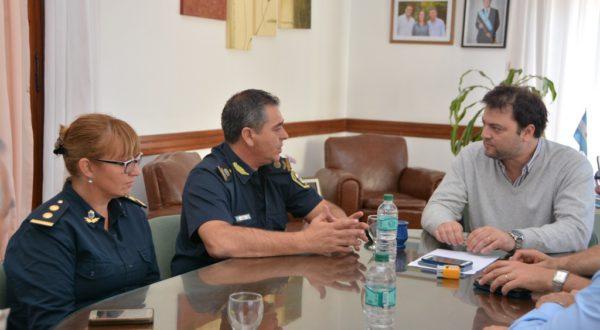 Reunion del Comisario Inspector Gil con el Intendente Mariano Barroso