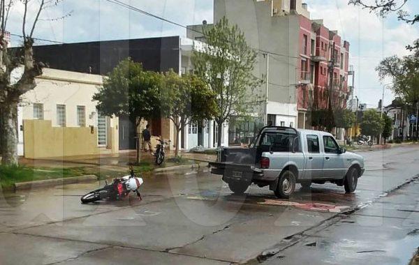 Una motocicleta y una pick up protagonizaron el accidente