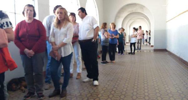 Vecinos de Quiroga esta mañana acudian a votar a sus Delegados Municiaples