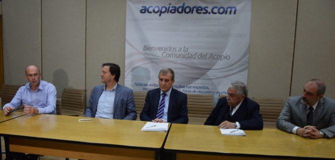 Autoridades de la Federación de Acopiadores entre ellos Agustín Otaegui en representación de La Bragadense