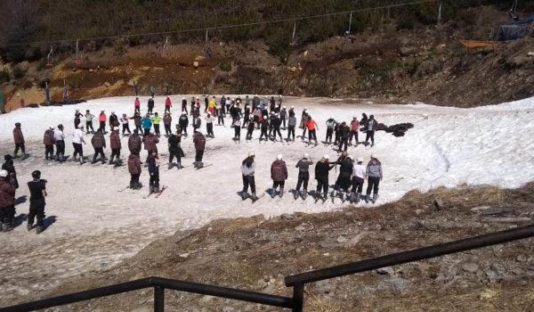 Egresados de ambos colegios compartiendo la experiencia de Bariloche