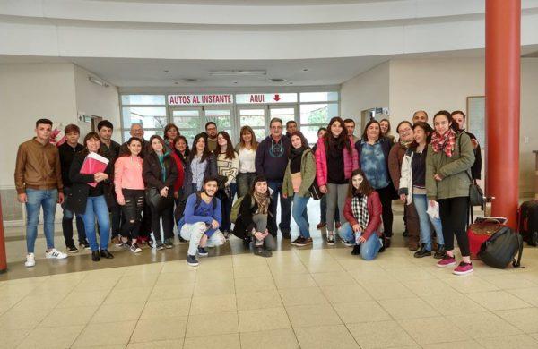 El grupo de alumnos de secundaria que defiende sus proyectos en el Parlamento Juvenil en La Plata