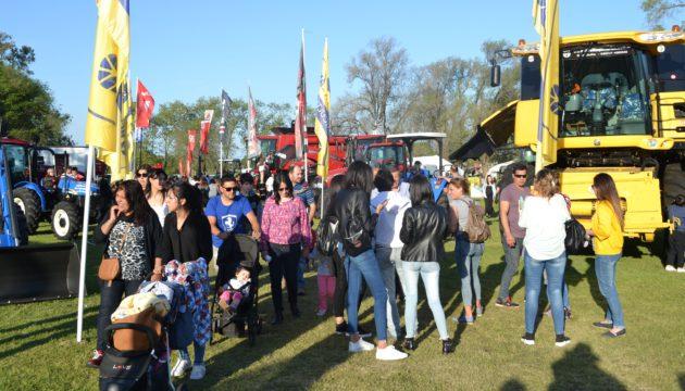 El publico colmo las instalaciones de la Exposicion rural hoy domingo