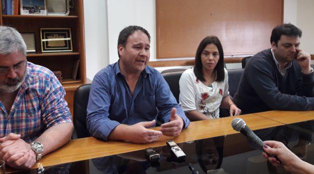 Fabricio Lostia junto a Flavia Sus, el Intendente Barroso y el tesorero de la CeyS Diego Lopez