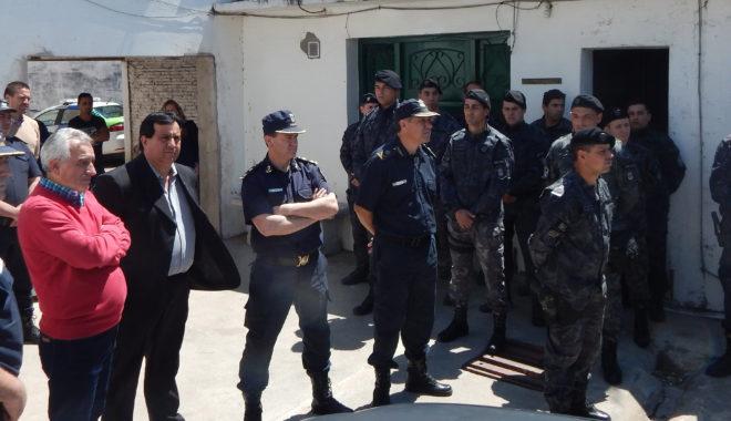 Funcionarios municipales y de policia presentes