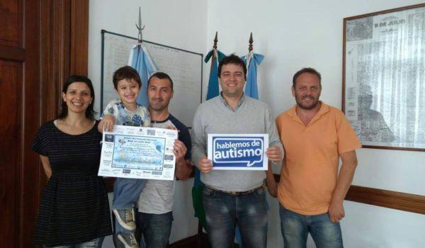 Integrantes de CEA 9 de Julio junto al Intendente Mariano Barroso