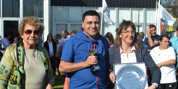 Integrantes de Cooperativa Obrera reciben su premio