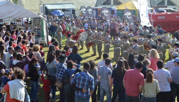 La Banda Militar Curupayti paso el sabado por la rural