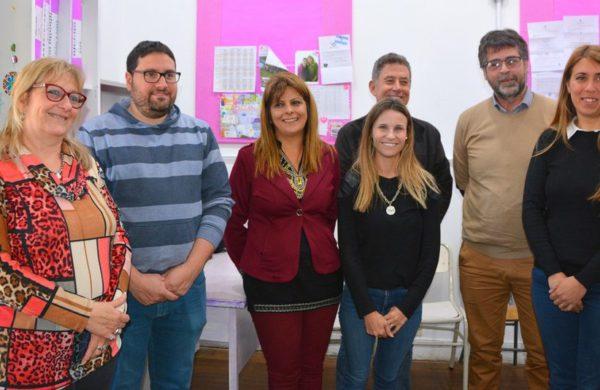 La inspectora Jefe Distrtial Liliana Vallabriga junto a directivos de los establecimientos de la UTN y Dirección de Educacion Municipal