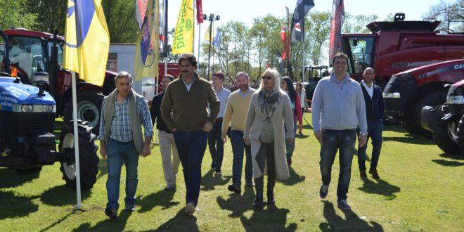 Mato, Sarquis, Vadillo y Barroso durante la recorrida en la Exposicion de 9 de Julio