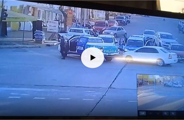 Momento en que Policia detiene al automovil – imagen de video particular
