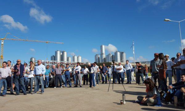 Productores tamberos durante una movilizacion en Trenque Lauquen