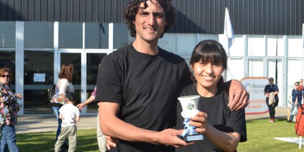Rodrigo Parera junto a su esposa felices por el premio obtenido