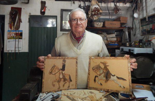 Ruben Marigo con dos de sus obras