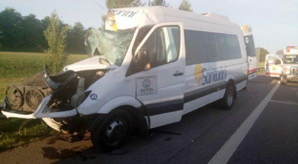 Combi que trasldaba pasajeros de Chivilcoy y sufrio un accidente