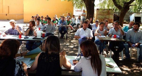 Concejales de 9 de Julio aprueban un proyecto ante la atenta mirada de alumnos de la Escuela 21 de El Provincial