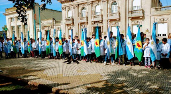 Delegaciones escolares en el acto de apertura