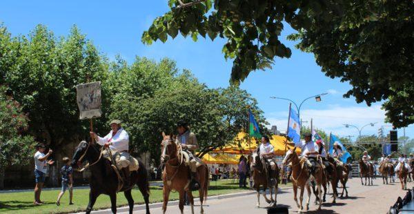 Desfile de Centros tradicionalista por la localidad
