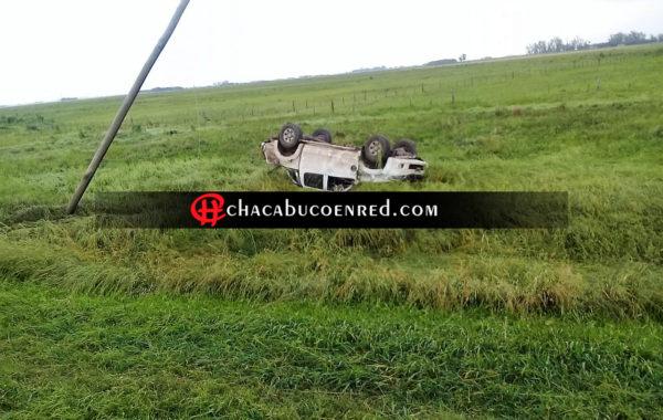 En Ruta 7 una pick up se despisto por efecto del viento y volco