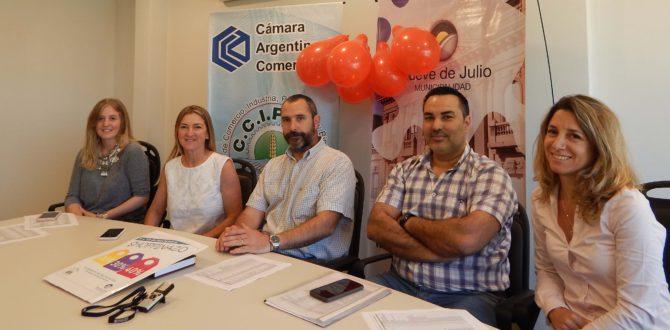 Integrantes de Camara de Comercio y de Municipalidad de 9 de Julio celebraron la adhesion del comercio al Shoppinazo