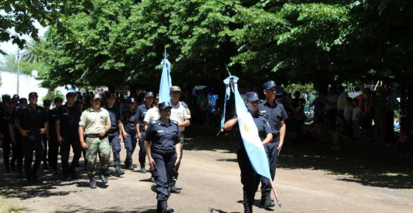 Efectivos de Policía Comunal de 9 de Julio en el desfile del ultimo aniversario de la localidad de French