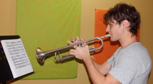 Santiago Caceres, tiene a su cargo la enseñanza de Trompeta en Joyce