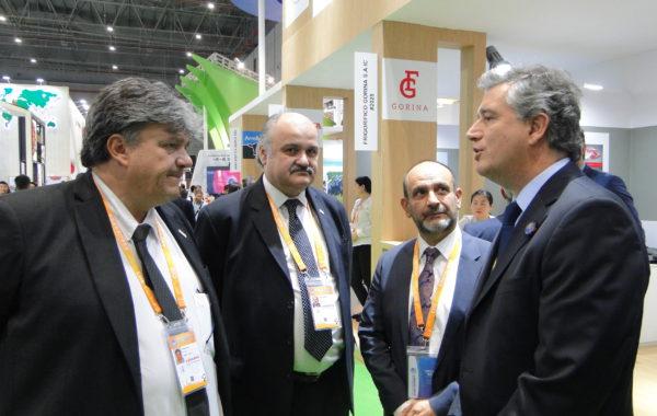 Ulises Forte presidente de IPCVA junto a industriales y el Secretario de Agro Industria en Shangahi