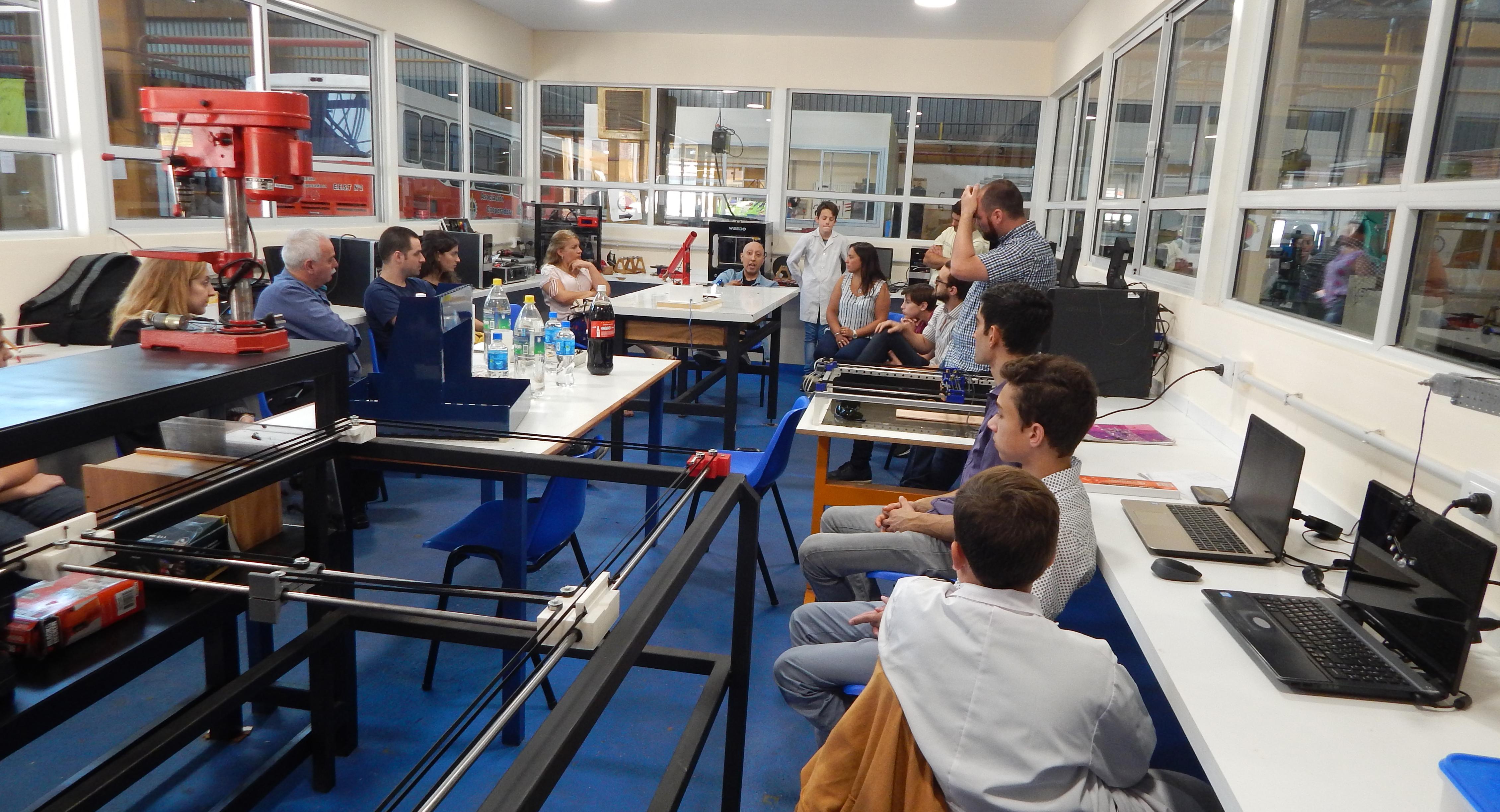 La Escuela de Educación Técnica del país vive un proceso de responder a las demanda de la industria del futuro