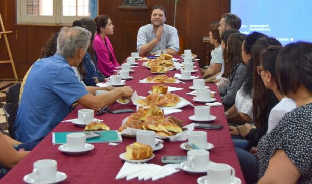 Barroso en dialogo con jovenes de Quiroga